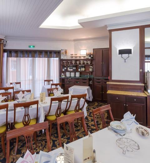 Hotel d'Irlande 3 étoiles Lourdes la salle de restaurant