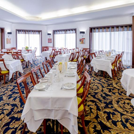 Restaurant room general view